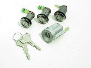 Celica Lock 2 keys 2 door locks boot lock & ignition barrel TA23 RA23